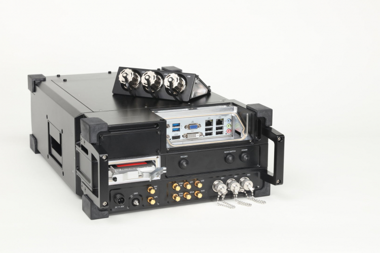 Портативный приемник и радиочастотный регистратор IZT R3302